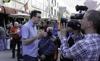Alexis Tremblay, président de la FECQ et porte-parole du mouvement étudiant pour le 1er mai au point de presse devant le Théâtre National.