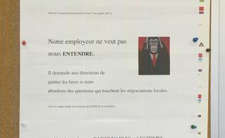 Les délégués du centre Sainte-Croix ont répliqué à l'interdiction d'affichage ailleurs que sur le babillard syndical.