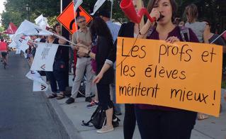 Les manifestants, aux abords de la rue Sherbrooke.