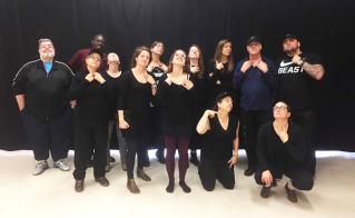 Un bon coup: voir les beaux cous des collègues de l'école Champlain, tout de noir vêtus.