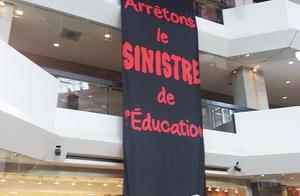 La banderole de la FAE au complexe Desjardins, alors que le ministre Bolduc était invité à la Chambre de commerce, n'a pas passé inaperçue le 20 février dernier.