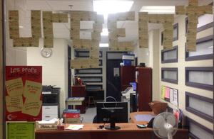 Des post-its, partout à l'école Lucille-Teasdale, sont affichés depuis des semaines pour témoigner de l'urgence de nos demandes.