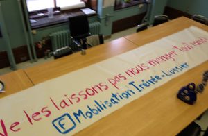 On s'affiche partout...comme cette banderole à Irénée-Lussier…
