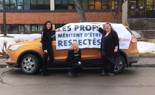 Inspirées par leurs collègues de Sainte-Bernadette-Soubirous, les profs de l'école Saint-François-d'Assise ont contourné le problème d'affichage de la banderole en utilisant une voiture.