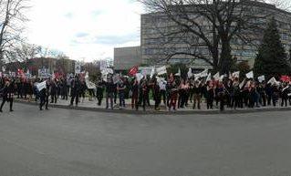 La vigie intersyndicale à la CSDM où quelques centaines de militantes et militants de l'Alliance se sont joints aux collègues de l'APPA, du SPPMEM, du SNEE et de l'Association des concierges.