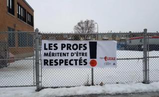 La banderole de l'école Marie-Rivier a été la première installée.