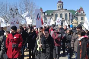 Les membres des écoles Maisonneuve et Chomedey-De Maisonneuve se sont retrouvés au Marché Maisonneuve, rue Ontario.