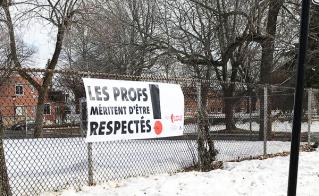 Est-ce que l'école Cœur-Immaculé-de-Marie inspirera l'école voisine, Honoré-Mercier, à poser la banderole à un aussi bon endroit, résistant aux intempéries?