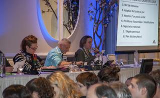 La présidente de l'Alliance, Catherine Renaud, a présenté le contexte de cette ronde de négociation en cette période d'austérité.