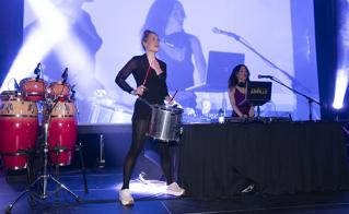 Le spectacle offert par Lady Beats -Abeille Gélinas et Melissa Lavergne- était percutant et électrique.