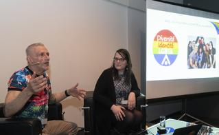 Nos collègues André Patry et Élyse Bourbeau ont présenté une conférence relatant les luttes syndicales pour les droits LGBT, en soulignant les actions des précurseurs et celle de la 2e génération de militantes et militants.