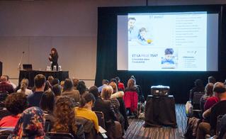 Lyne Laporte en conférence sur l'autisme.  © Alliance