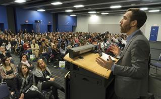 Dave Ellemberg a fait salle comble avec ses conférences sur le TDAH.  © JFL