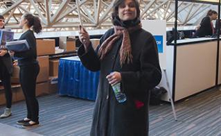 En charge de la mobilisation, la vice-présidente Roxanne Messier prend les devants pour préparer le terrain. © Jean-F. Leblanc - Agence Stock Photo