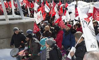 En marche, tambours battants et droit devant, pour rejeter le dépôt patronal. © Jean-F. Leblanc - Agence Stock Photo