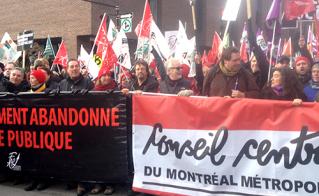 Les dirigeants de la FAE et du Front commun ont mené la marche jusqu'à la tour de la bourse. © Yves Parenteau