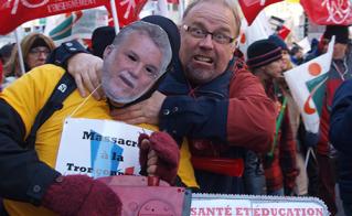 En cherchant le ministre Blais, Michel Dupriez, de l'école Saint-Étienne, est tombé sur le premier ministre Couillard.