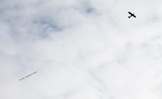 Coiteux, on mérite mieux! Le message est clair, sur terre et dans les airs!  © Audrey Nolin