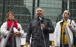 Un discours enflammé du président de la FAE, Sylvain Malette, en présence de Nathalie Morel et Alain Marois. © Darren Ell