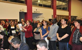Les collègues de l'école Dominique-Savio ont questionné les commissaires sur la suppression injustifiable de 8 postes d'enseignants dans cette école spéciale.